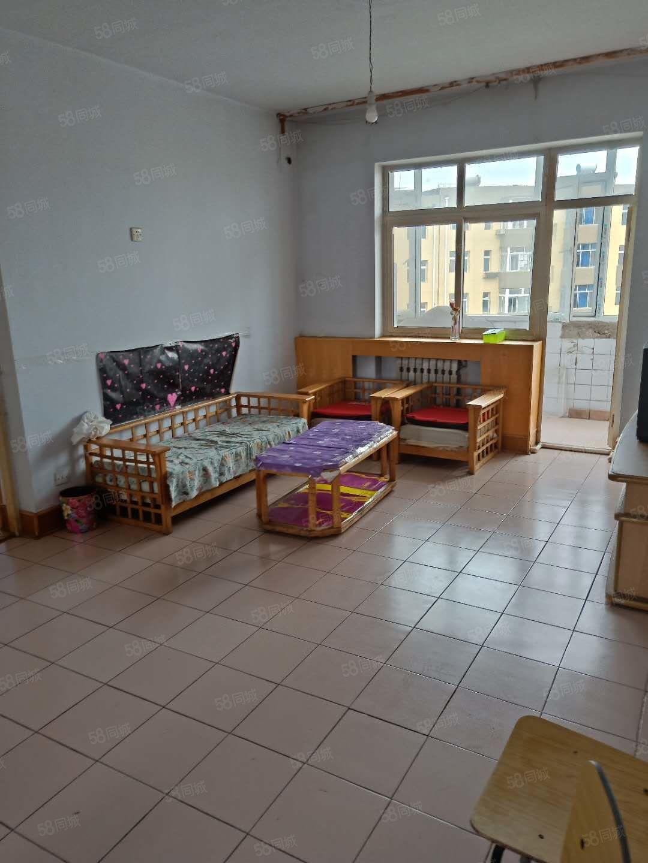 租3号小区92平三室两厅年租9.5千包括供暖