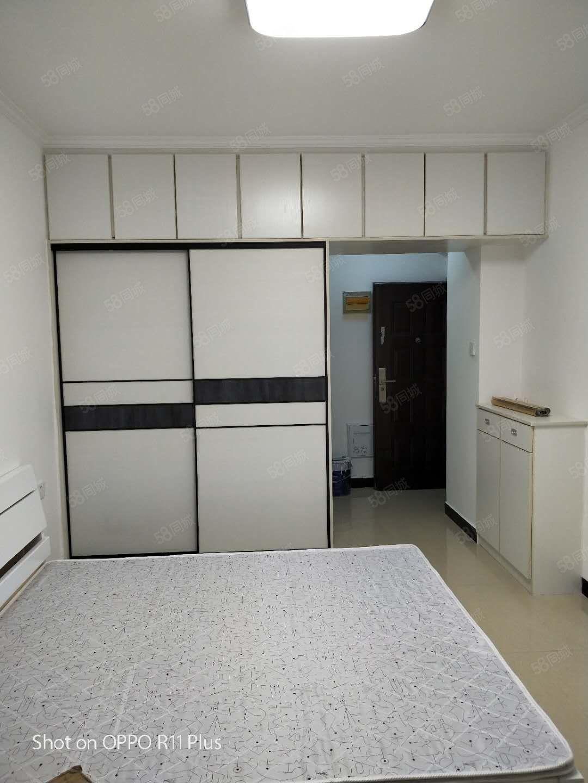 香檀山7楼公寓精装家具家电齐全月租1000元。。。。。。。