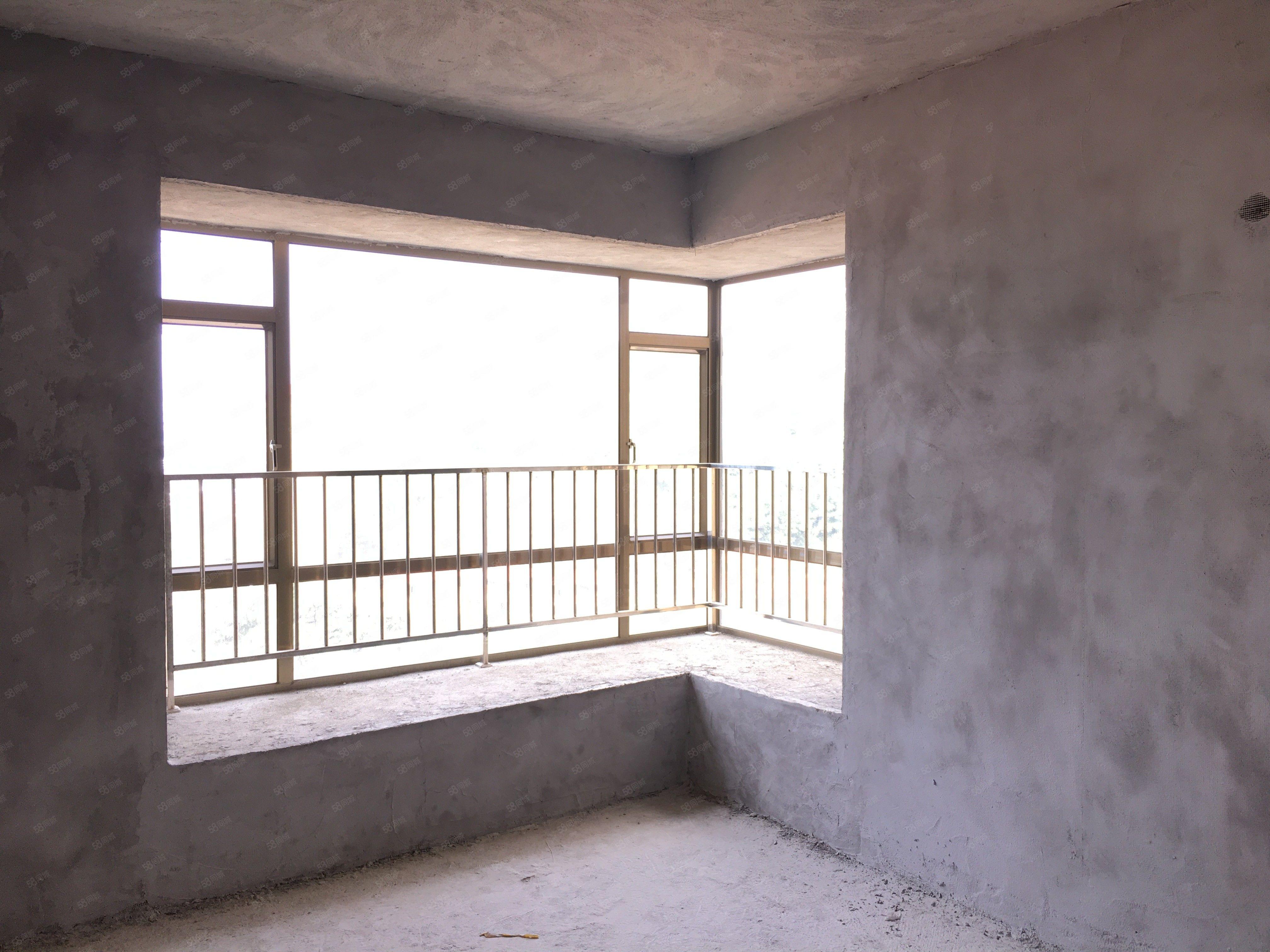 官山御景电梯3房向南仅售53.8万
