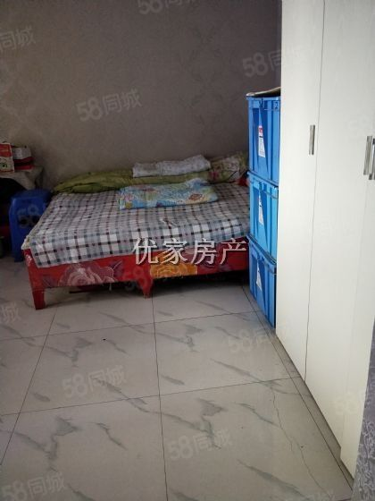 房子简单装修,位置很好,而且交通非常方便