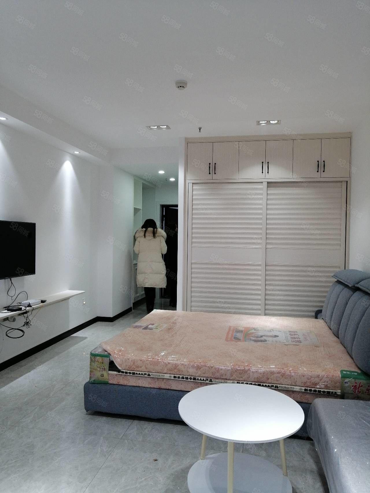 盛世国际电梯公寓房,精装修家具家电齐全拎包入住,带暖气