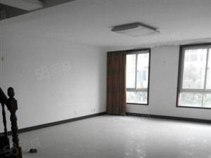 裕华广场,四台空调,客厅超大,采光好,紧靠小区大门,适合办公