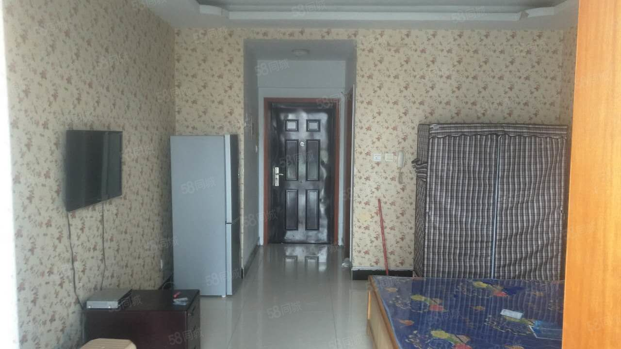 温馨一室,落地大阳台,家具家电齐全,拎包入住