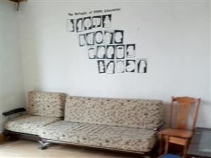 位于聊城路西首瑞鑫花园,5楼,三室两厅,带车库,