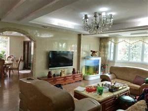滨江花园豪装4房,房东实在装修花了80万,另有车库两个另售