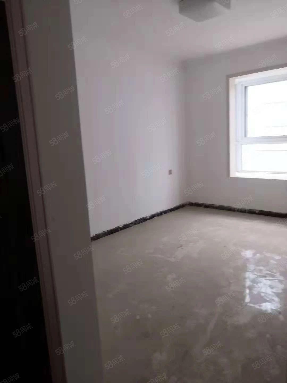 东区康和家园,精装三室,两卫,家具齐全拎包入住,随时看房