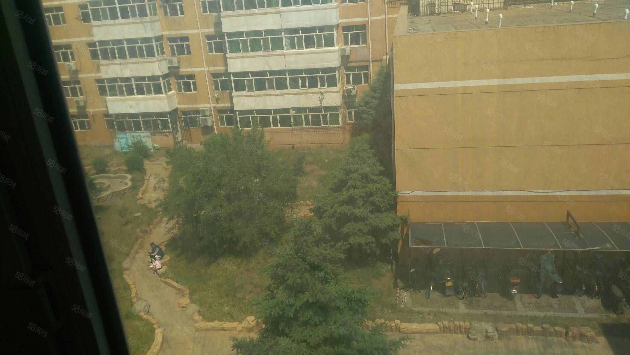 南慧花园小区正4楼106平急售50万