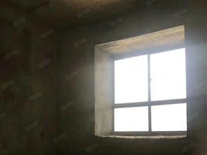 青山路口毛坯住房2楼,带车库,售价32.8万
