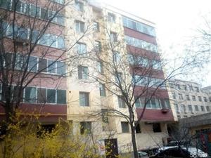 共和街东小井家属院6楼南北通透停车方便房产证过户可以贷款