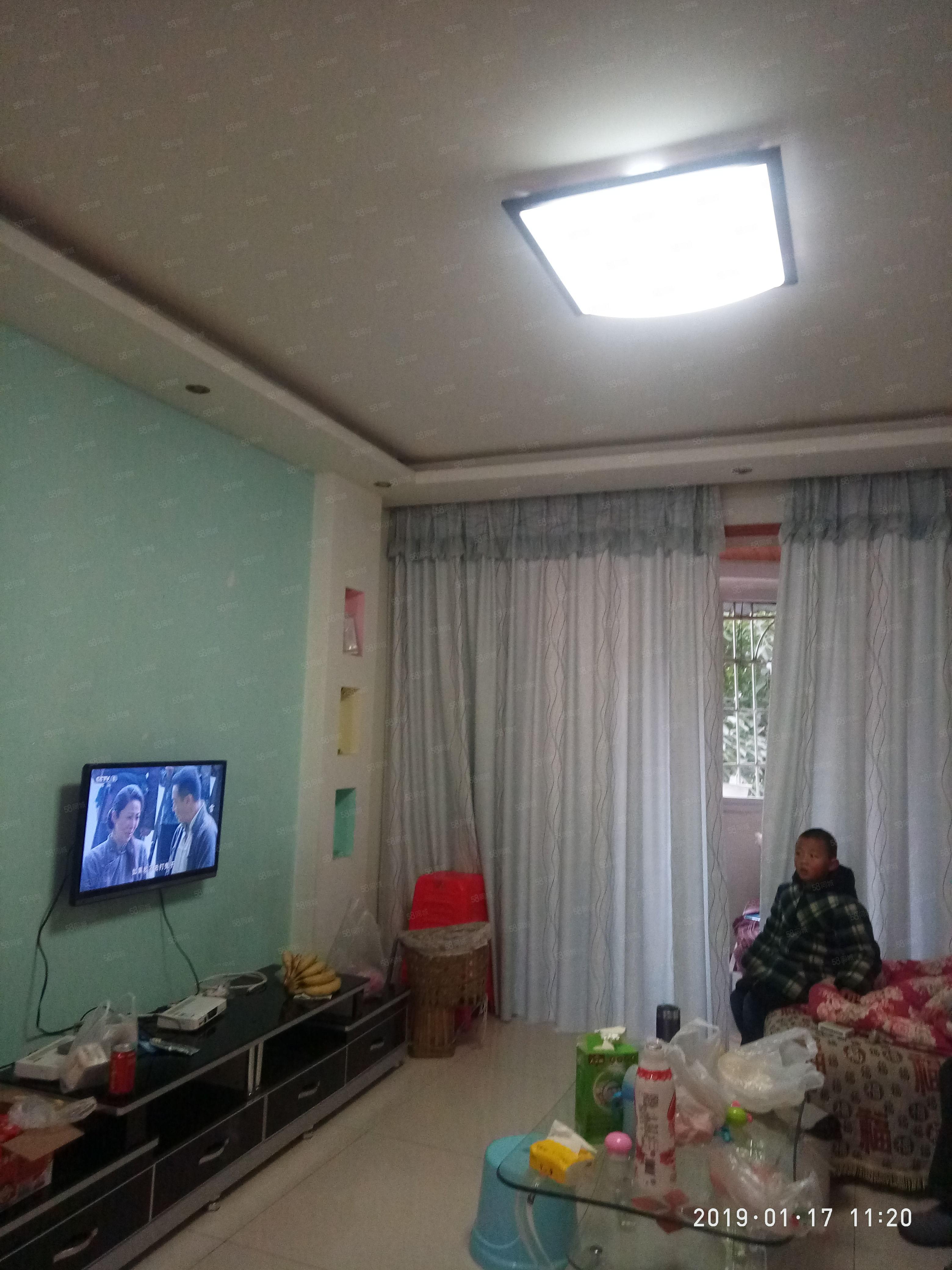 弘扬新城三楼精装2室出租