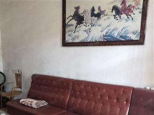 车站附近优质套房出售,两证齐全,简单装修,可拎包入住。
