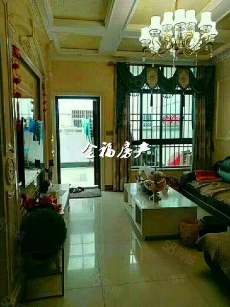 滨河小区全新豪装别墅,证满2年,车能进院,大户型,急售!