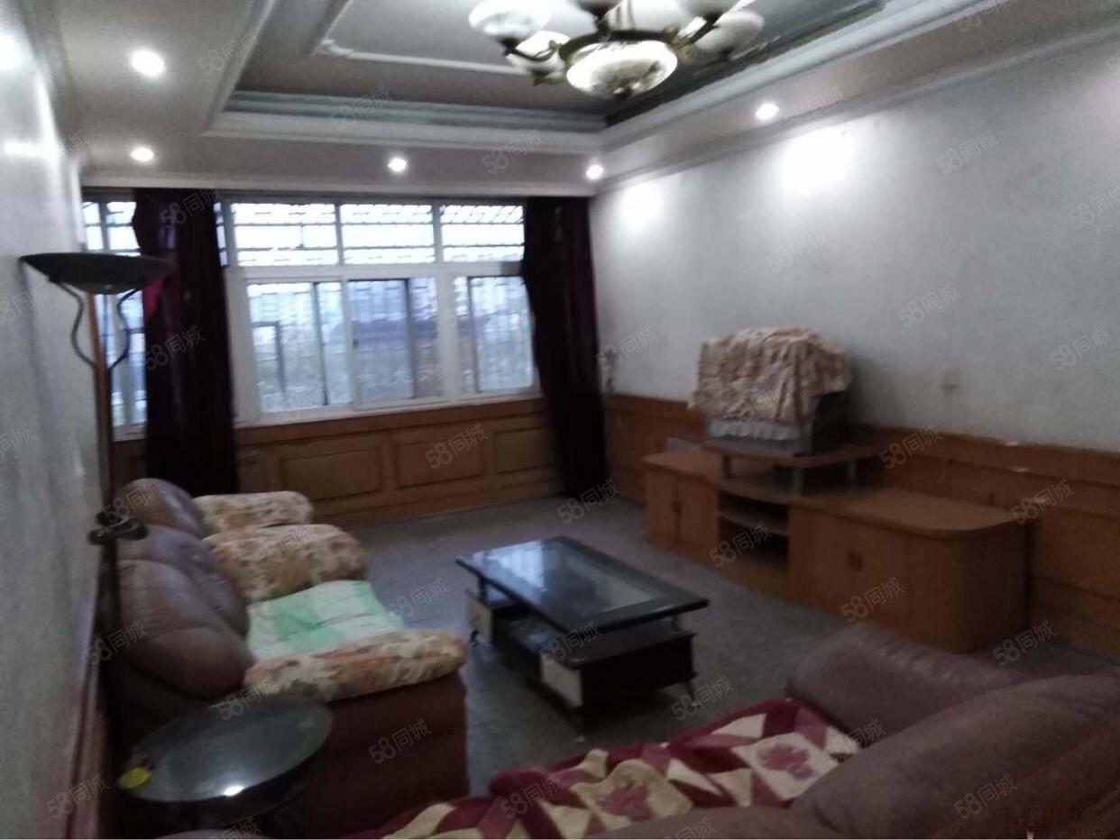 明塘后路财富广场旁大四房家具家电齐全干净整洁有停车位生活便利