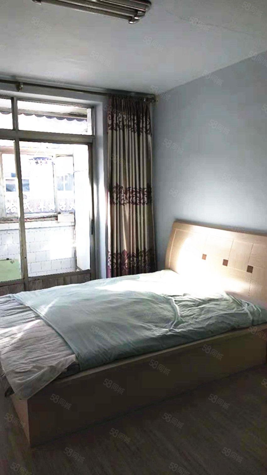 市场里中等装修2室家具家电全包取暖拎包住