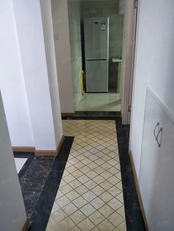 石油南苑D区48万3室1厅1卫精装有物管可停大小车!