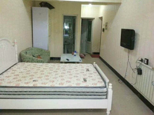 急售临工路《园丁花园》两室精装证过二主房70加7平储藏室