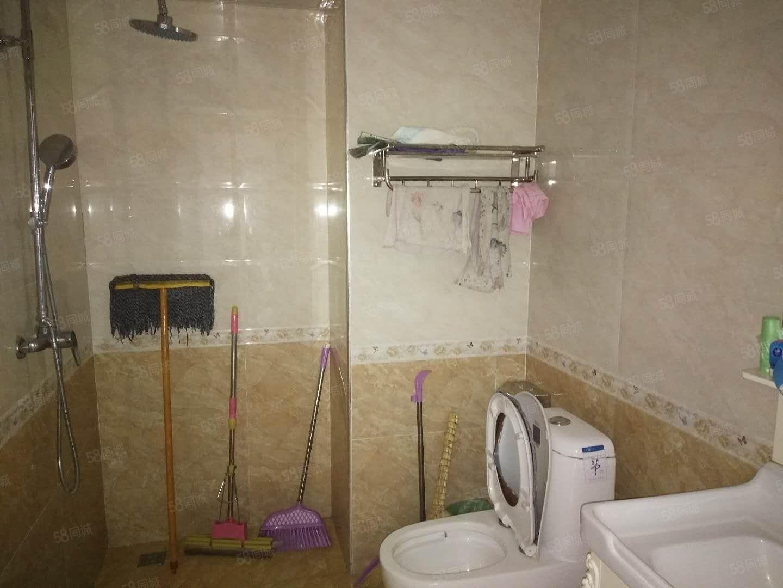 万家灯火3室精装修的婚房出租2600元月