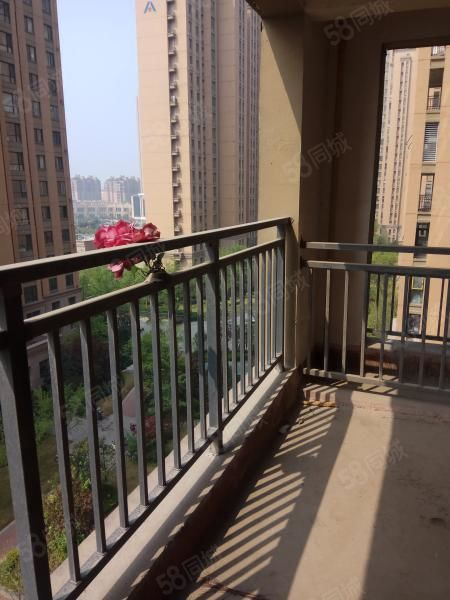 市中心昌建外滩精装紧邻河提,电梯房。户型好业主急售