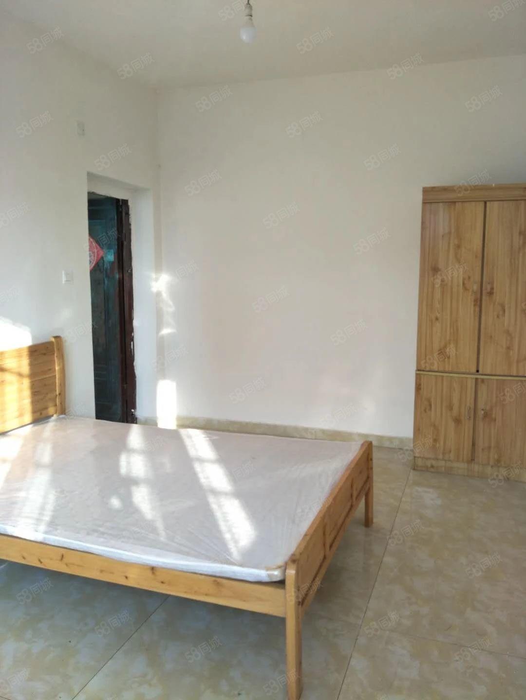安居小学对面套二住房出租新装有家具可配家电
