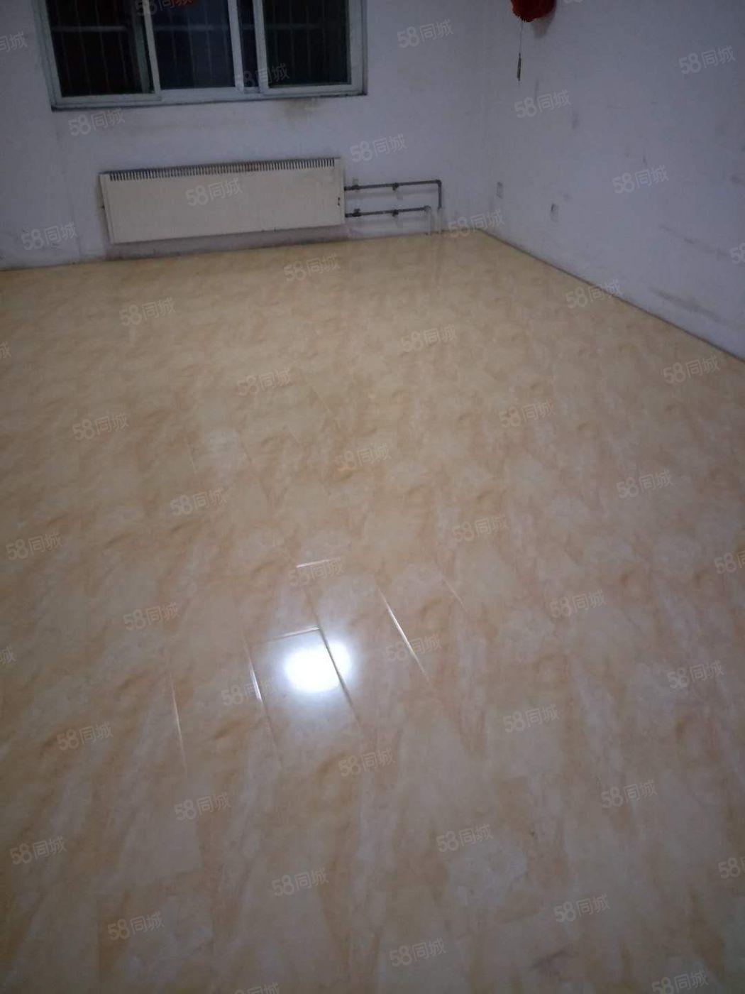 曹东小区低楼层2室2厅普通装修,部分家私电器