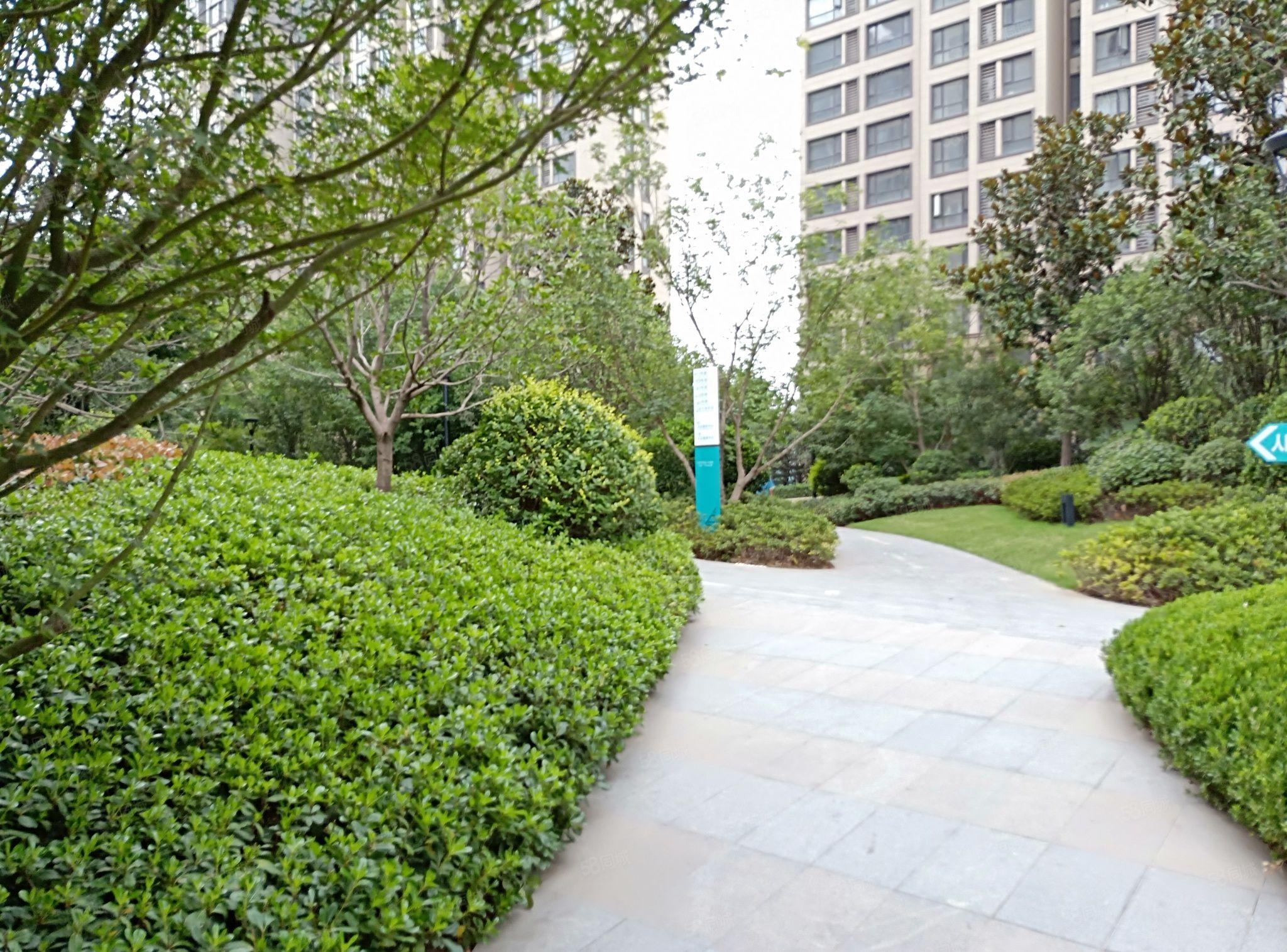 正弘中央公园三房,小区环境优美,交通便利