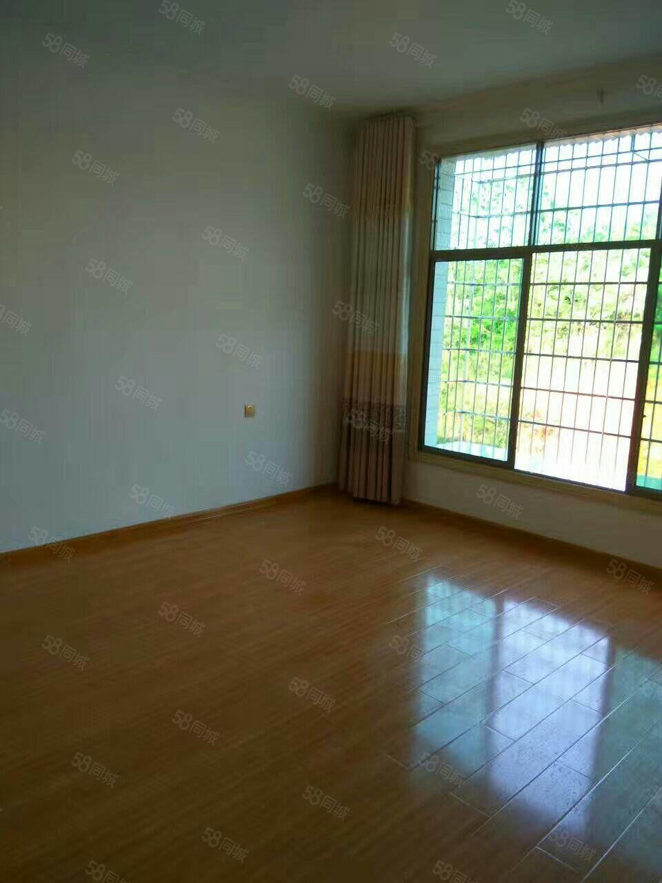 潇湘路,130平方三室二厅二卫,有煤房另计价2万元。