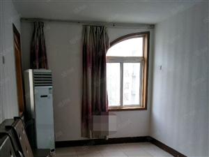 出租金三角2楼2室2厅中装全配1200每月