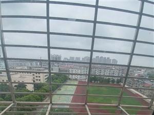 武圣苑10楼137平简装三房采光好对面就是学校操场