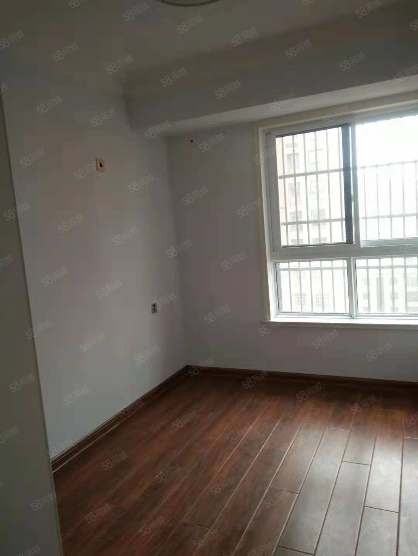 四室简单装修万象城出租房!