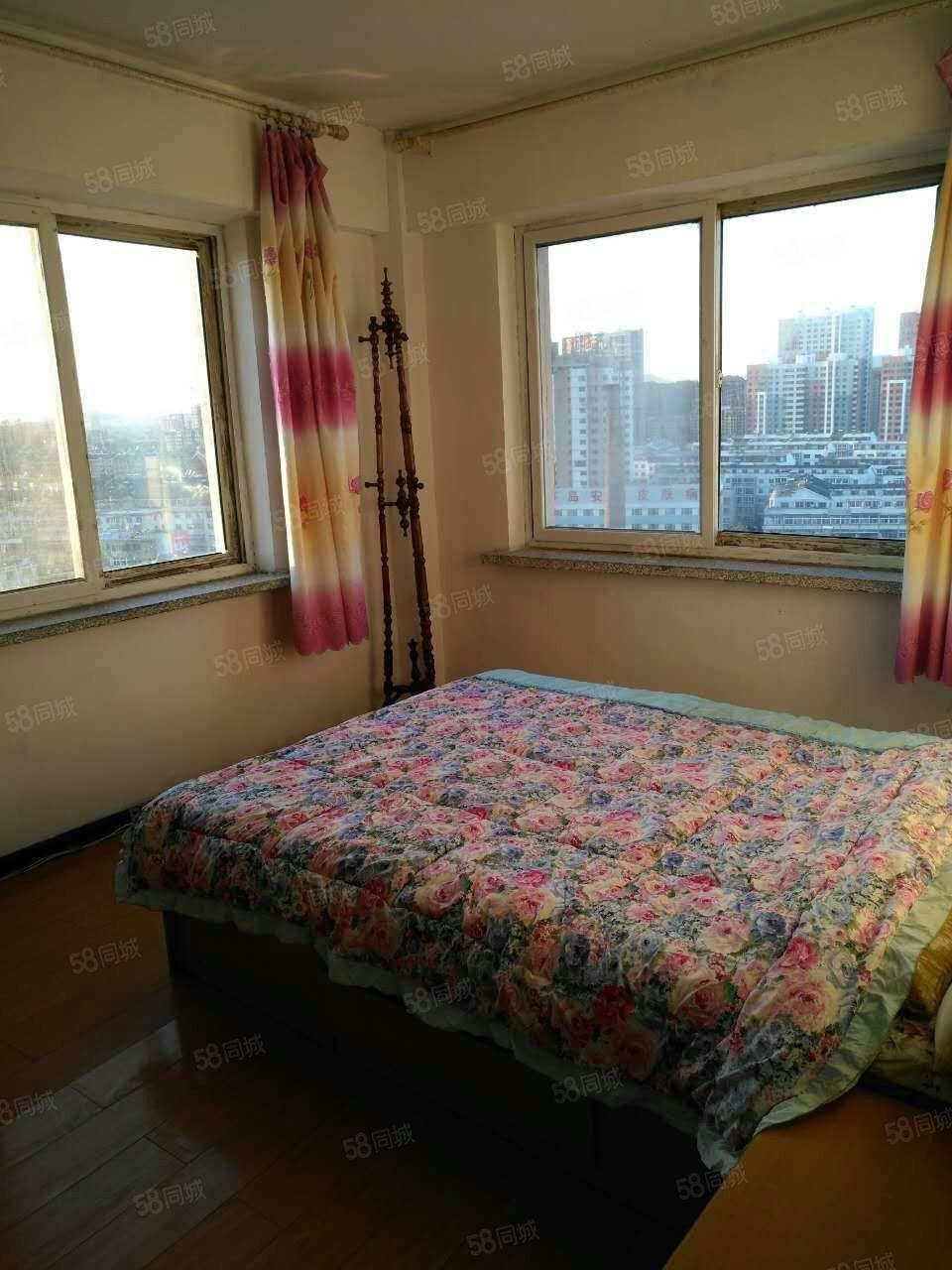 新大陆高层二室一厅69平14层简单装修年租金7000元不包暖