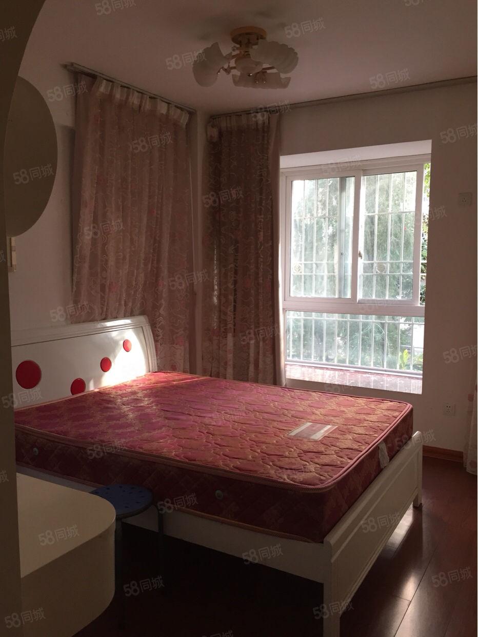 万达旁、东湖御景对面、独门独户单身公寓、精装修、家电齐全
