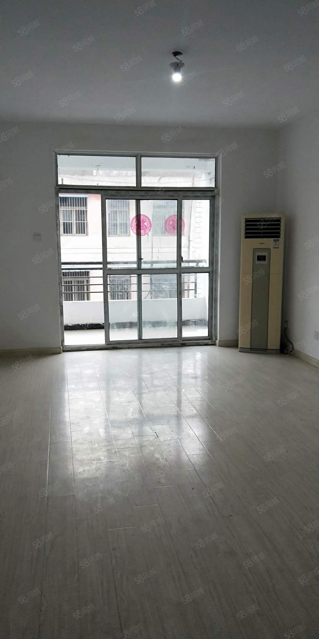 急租香樟公寓130平简单装修随时入住