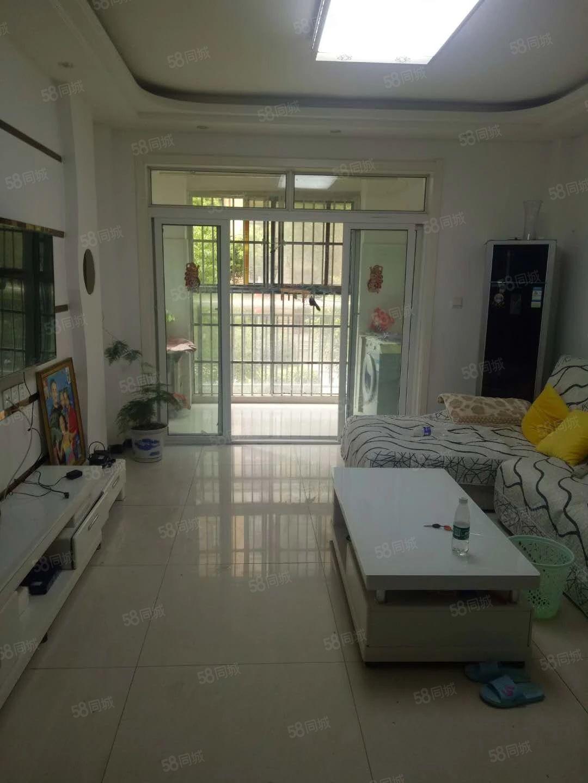 金域蓝湾1楼3室2厅简单装修