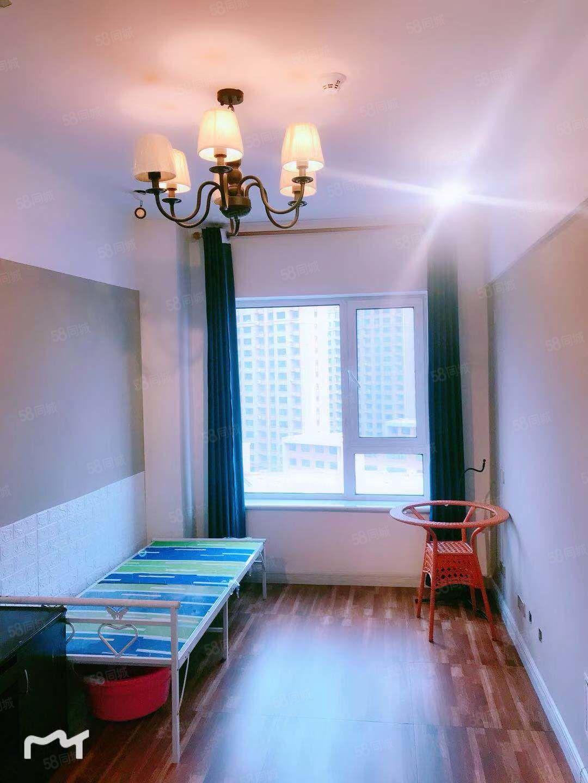 四季华城东侧铂金时代精装公寓月租日租温馨干净
