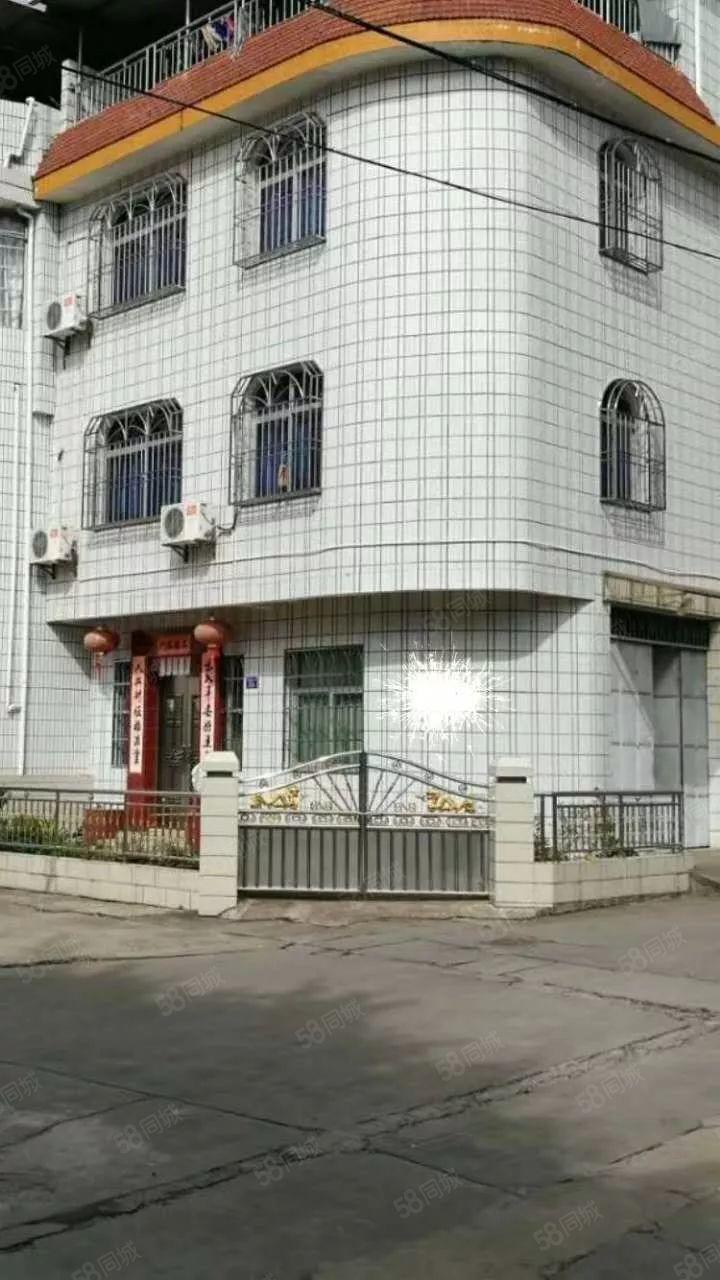 东门栋房出售,两证齐全,占地面积70.02平方米,中等装修。