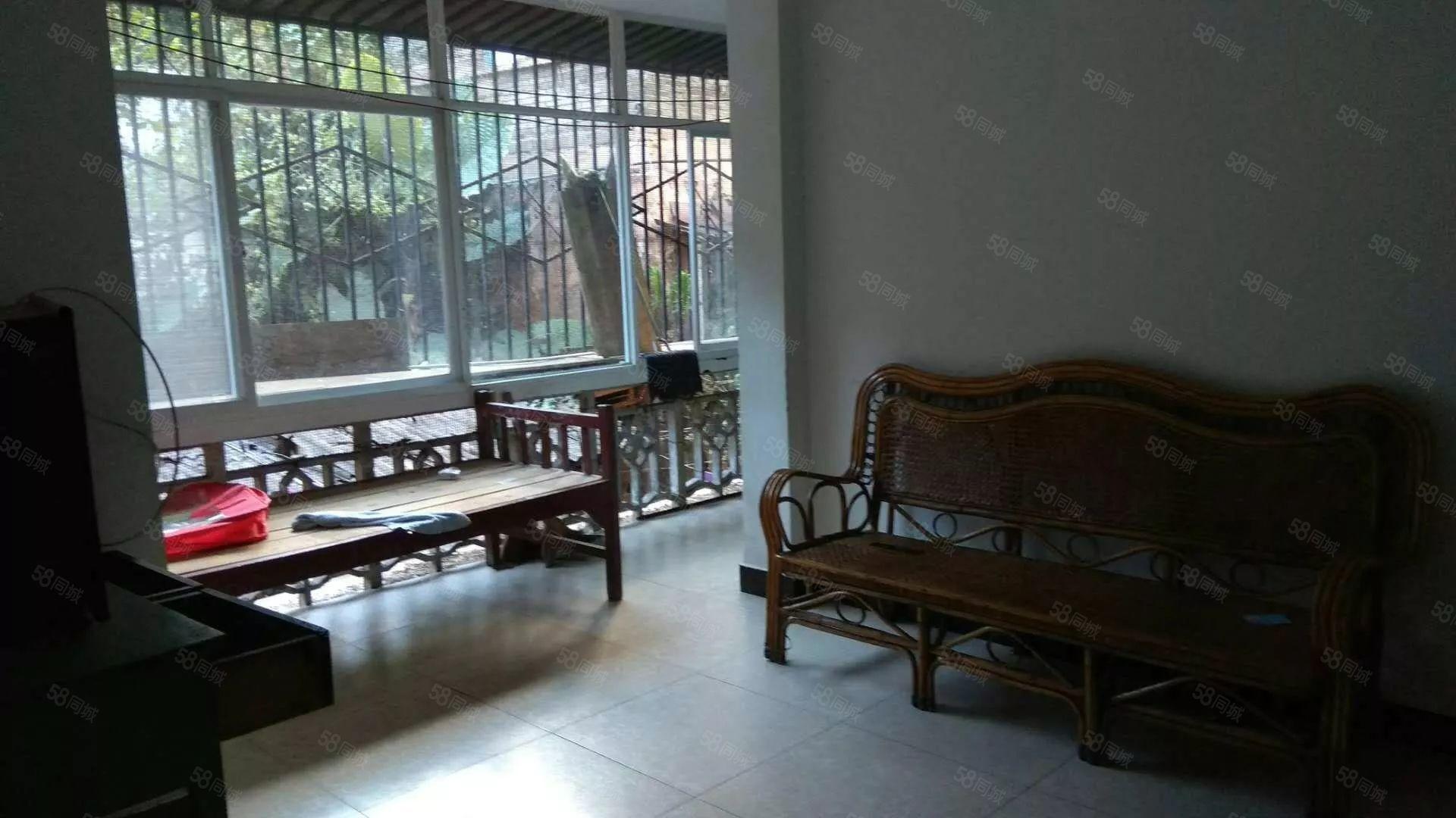 思婷路两室一厅带家具