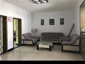 名泉小区六楼,大三房127平,中装,仅售31.5万