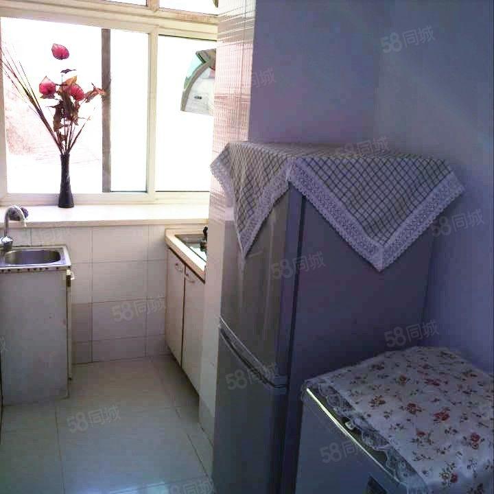 上海路宝石广场吉庆小学附近精装修两室出租长住包取暖