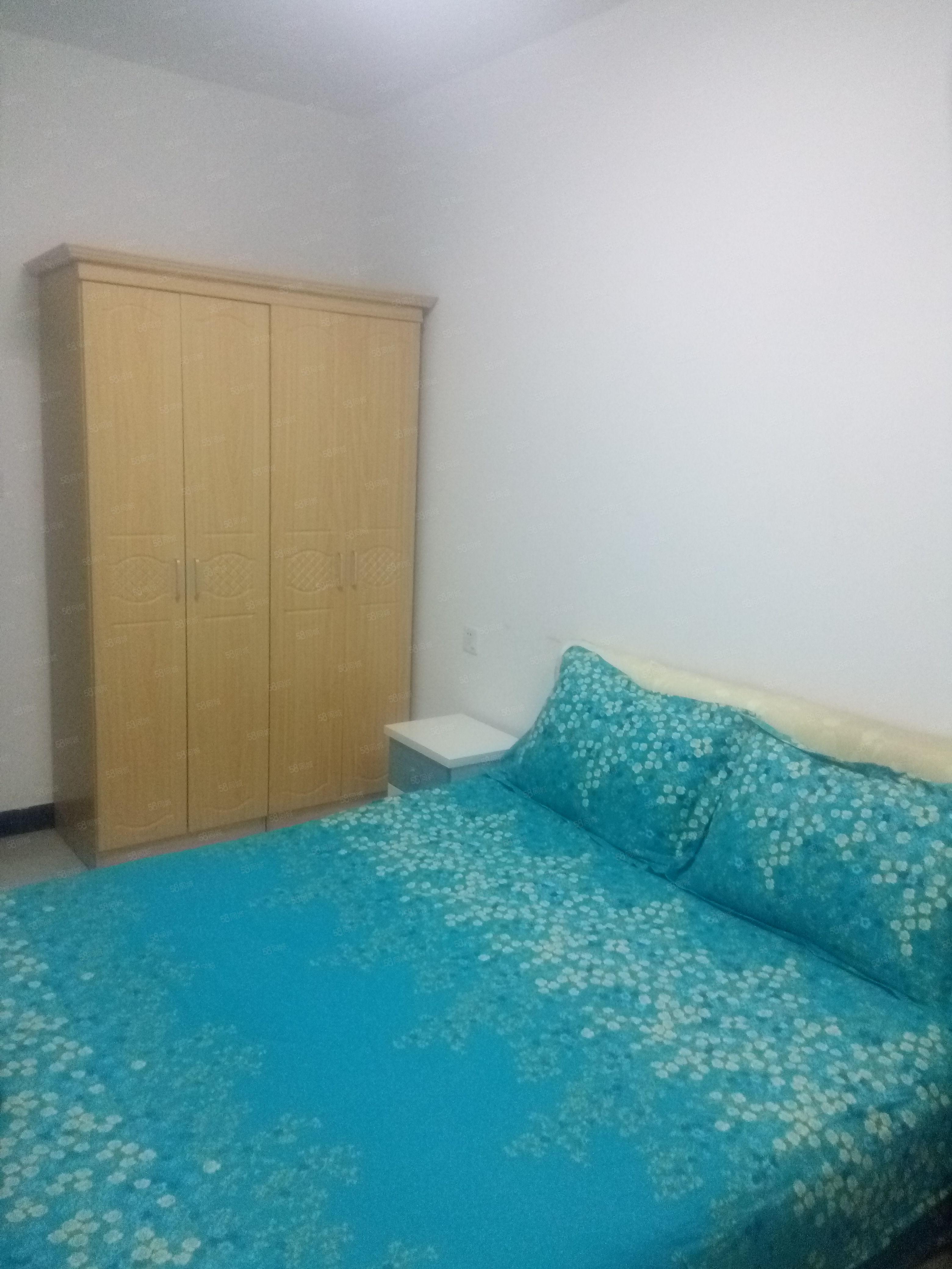 1000元便宜出租,北门蓝波湾小区单身公寓,电梯新房一室一卫
