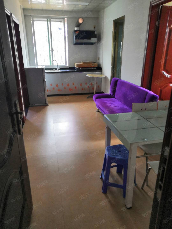锦福城旁福海花园3房1400居家装修设备齐全看房方便