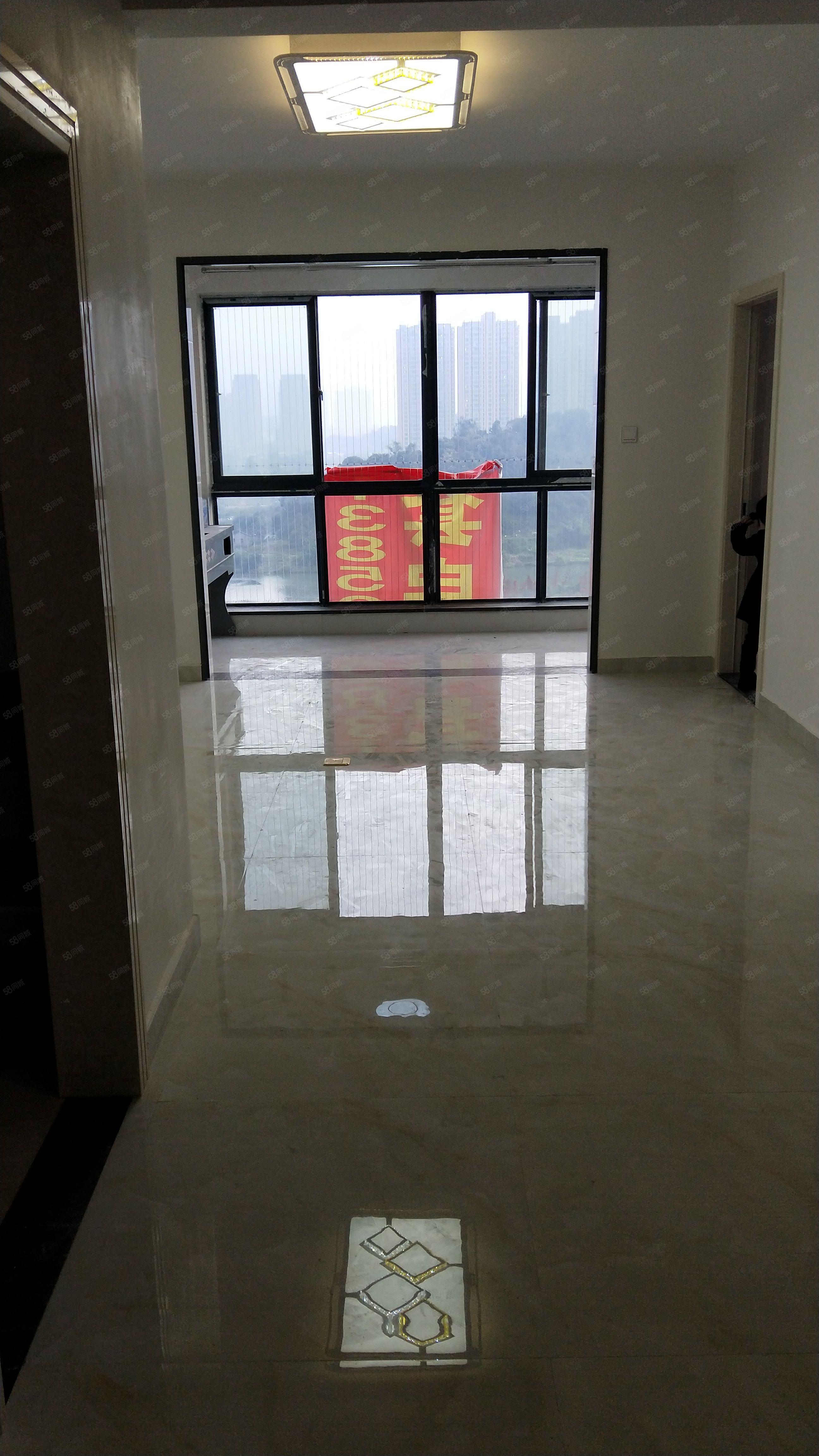 东城国际三房两厅两卫新装沿湖