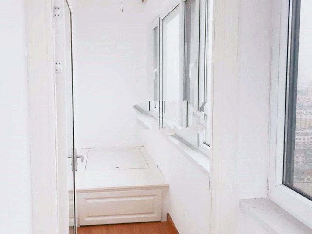 银河广场三室一厅精装修包取暖物业电梯