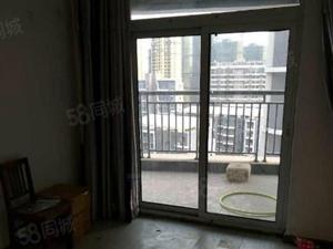 和达和城精装套二出租,家具家电齐全,可以拎包入住。