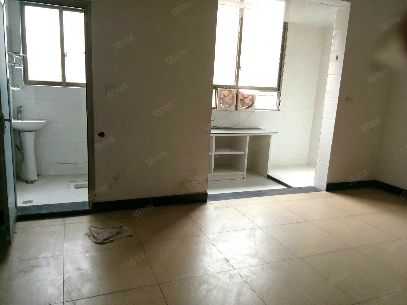 老农校3室1厅1卫900元/月,干净整洁,随时入住