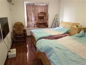 中泰广场四室一套住房出租,交通方便,周边配套齐全,环境优美