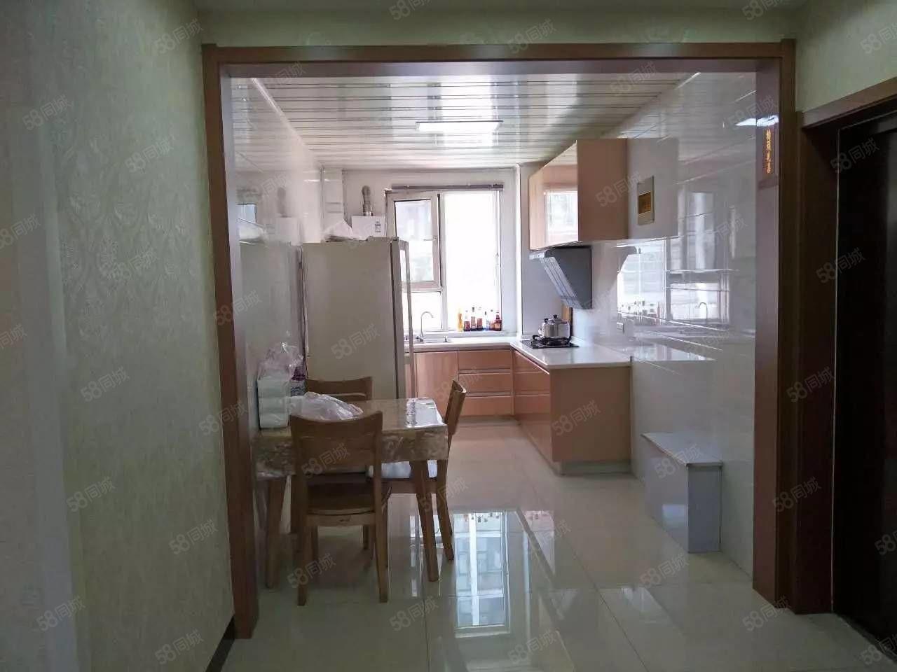 精装修带家具家电拎包入住干净舒适电梯房