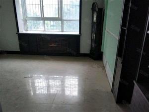 锦绣瑞园三室两厅两卫地段繁华,干净卫生,拎包入住