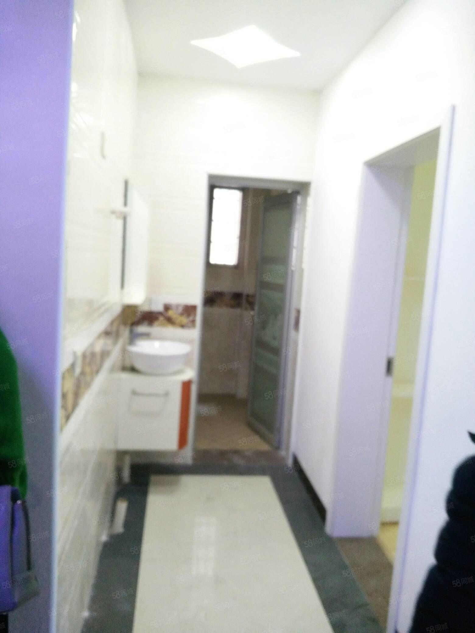 民鑫小区旁边105平方三室两厅二卫住四精装