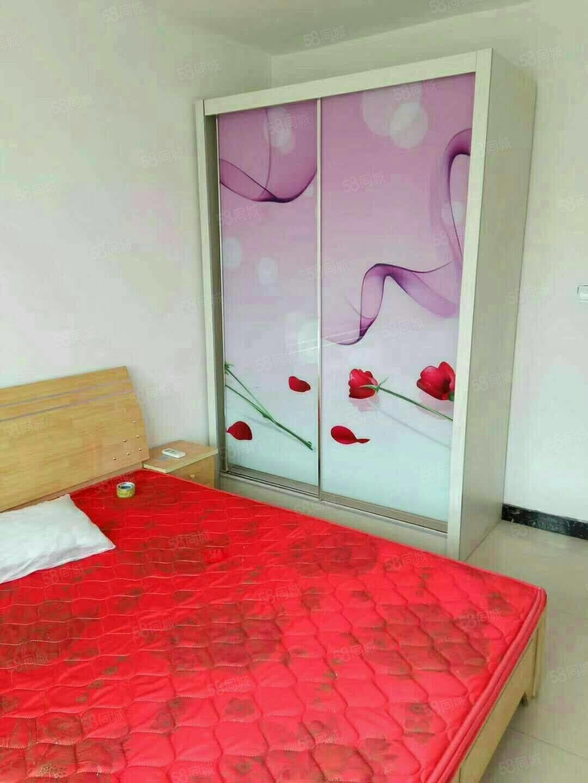 荷园小区,一室一厅,月租900元