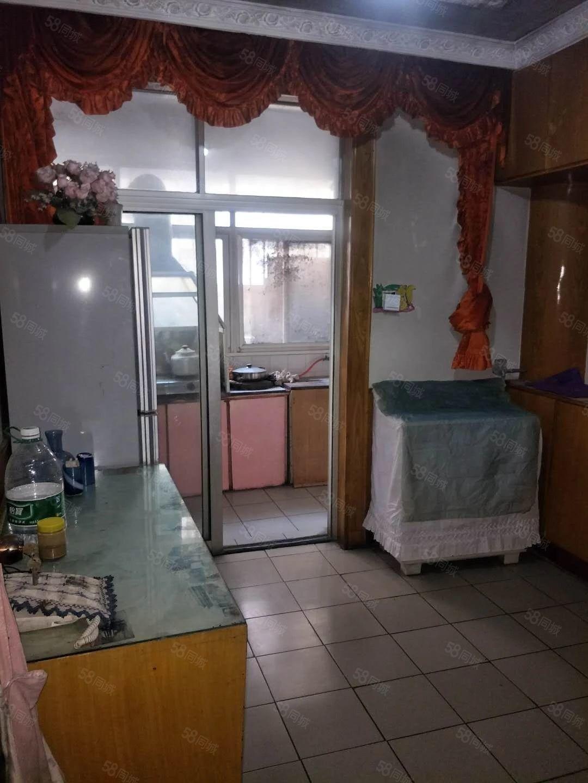 出租联盟路8号院两室两厅家电家具齐全